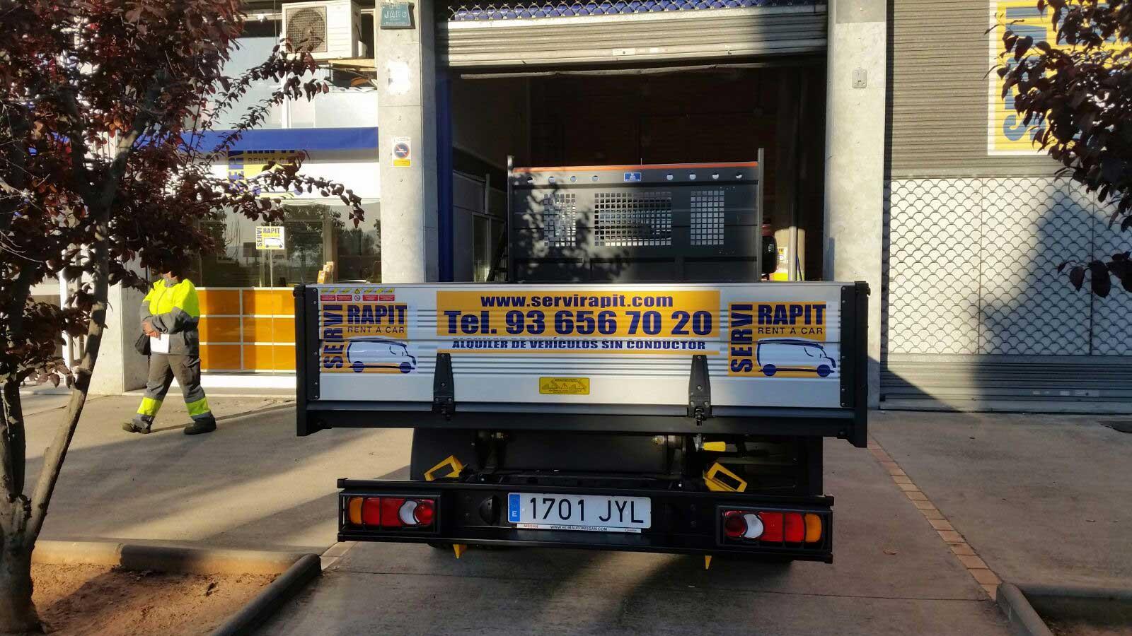 alquiler camion descubierto y volquete barcelona